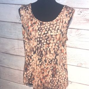 Sleeveless tunic top.